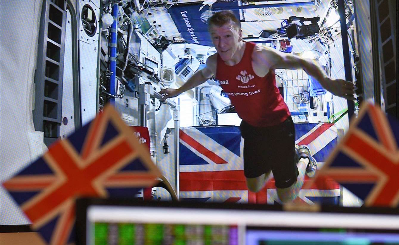 160424-tim-peake-marathon-in-space-yh-11a_d147bf7457143de633a9989b7d385be5.nbcnews-ux-2880-1000