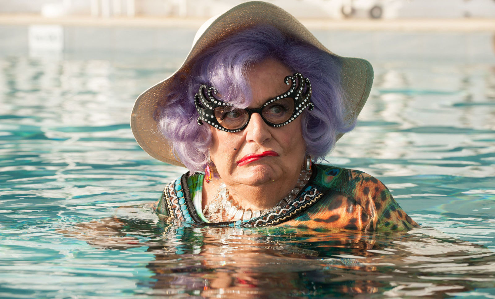 gallery-1461588782-movies-ab-fab-the-movie-cameo-dame-edna